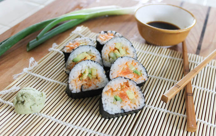 Spicy-Salmon-sushi-roll with sriracha