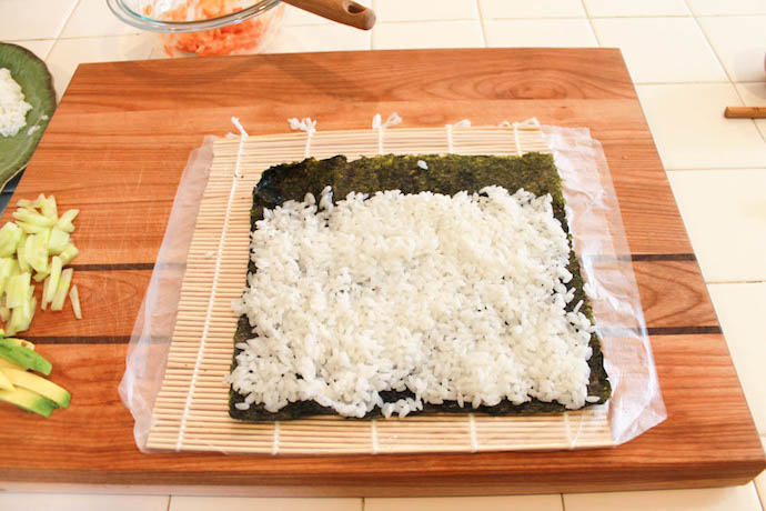 sushi nori for Spicy-Salmon-sushi-roll-