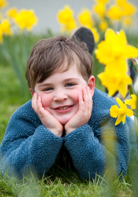 boy-in-daffodils