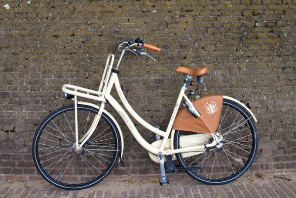 biking-holland-white-bike-share-crop