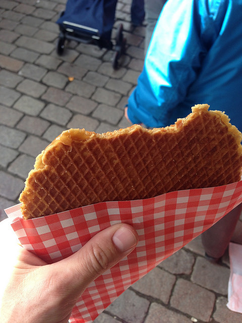dutch street food stroopwafel