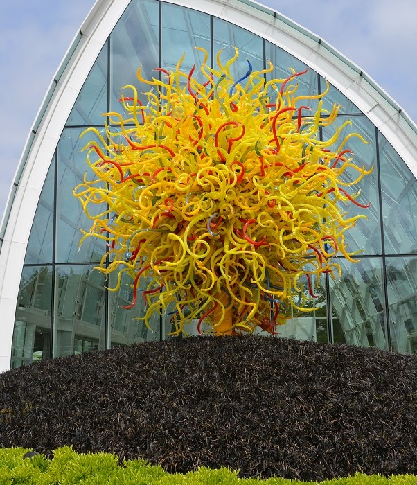 Chihuly Glass Garden Tendril Sculpture