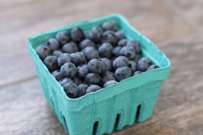 fresh blueberries-blueberry cake muffins