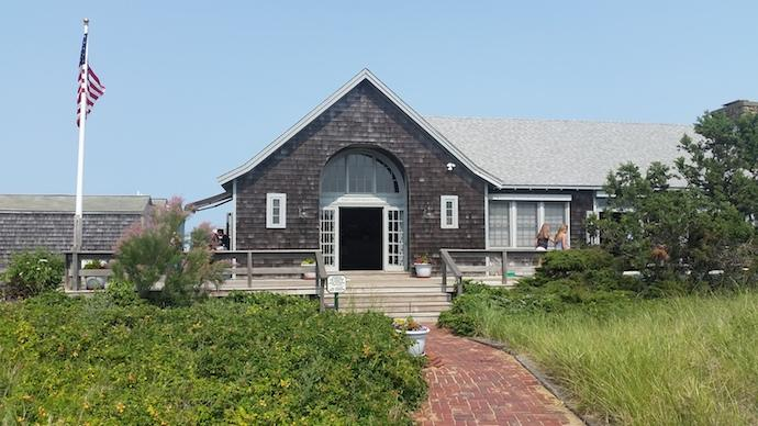 east-chop-beach-club-entrance-marthas-vineyard