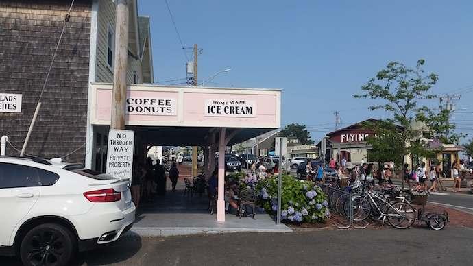 oak-bluffs-ice-cream-marthas-vineyard