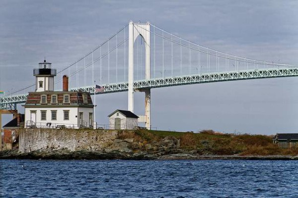 rose-island-lighthouse-newport-ri