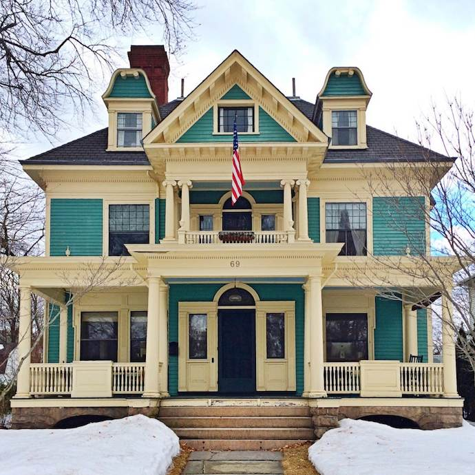 Charming homes of new england captured by the front door for New england homes