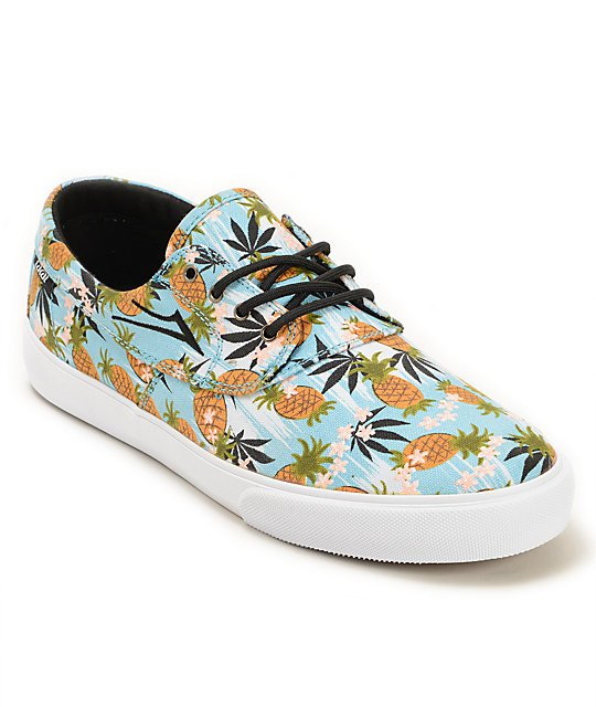 sqiu very cute Very cute shoes with a pineapple pattern haha but the pineapples are barely noticeable. Still very cute though! They fit a little bit tight with thicker boat (low cut) socks. But with thin low cut socks these are perfect. sqiu. From FL Age Size/Width Purchased w Gender Female.
