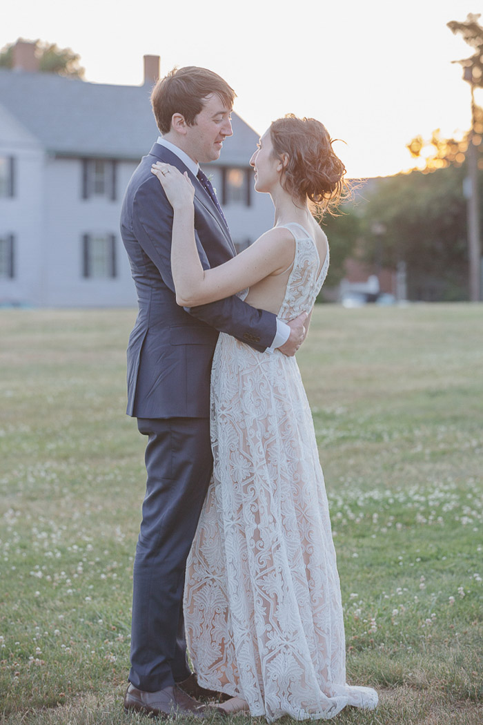 A Wedding In Plain Style At The Great Friends Meeting House