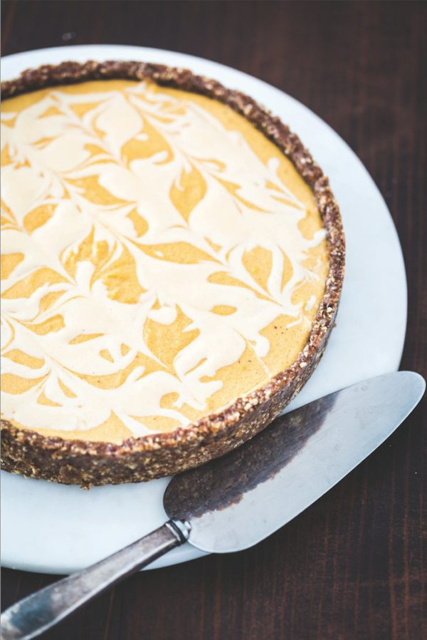 vegan-pumpkin-cheesecake-with-coconut-cream2